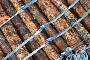 vastgesjord houtblokken