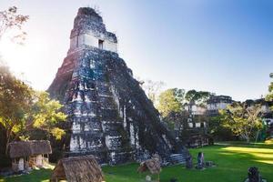 Maya-ruïnes in Tikal foto