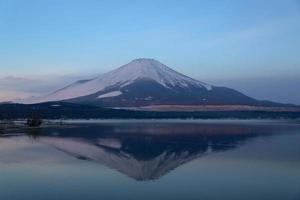 mt. fuji bij de winterstop zonsopgang foto