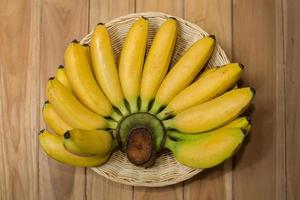 verse bananen op houten foto