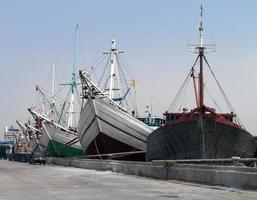 de oude haven van Jakarta foto