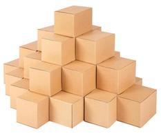 kartonnen dozen. piramide van dozen foto