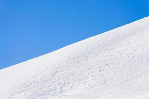 skipiste met skiroutes foto