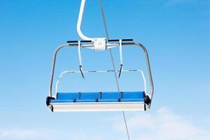 stoeltjeslift in het skigebied. kopaonik, servië foto