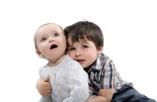 kleine kinderen speelden foto