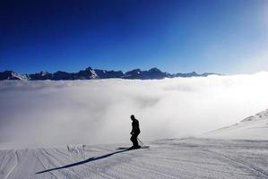 springen in de wolken foto