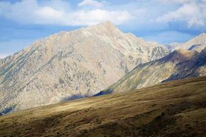 zonneschijn in de pyreneeën in andorra foto