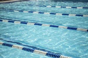 zwembad met lijnverdelers foto