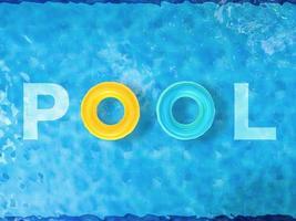 zwembad bovenaanzicht foto
