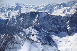 de wintersneeuw behandelde berg zugspitze in Duitsland Europa.