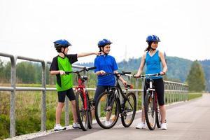 familie fietsen foto