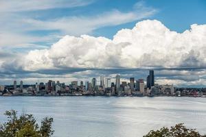 wolken boven smaragdgroene stad 4 foto