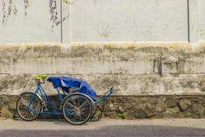 fietsriksja (cyclo) in saigon (ho chi minh city), vietnam. foto