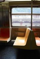 lege stoelen in de metro van New York