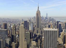 dicht opeengepakte gebouwen en de skyline van manhattan, new york city foto