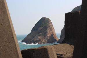 embankment at reservoir, sai kung, hong kong foto