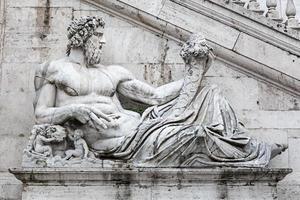 gevel van palazzo senatorio op de capitol heuvel, rome, foto