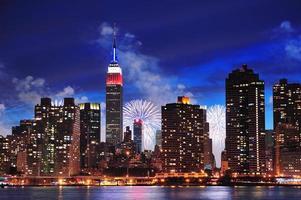 panoramisch uitzicht over manhattan, new york city in de schemering foto