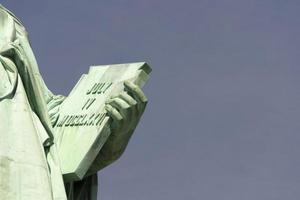 detail van de tablet van het Vrijheidsbeeld, new york foto