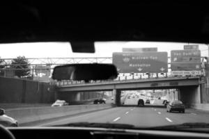 New York City, uitzicht op de weg met verkeer foto