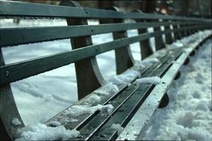 bank en sneeuw foto