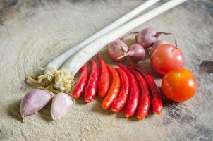 het kruidspecerij van Thailand die op een houten scherpe raad wordt geplaatst. foto