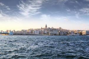 Bosporus met een oude stad op een achtergrond, Istambul foto