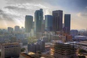 het stadscentrum van los angeles bedekt met mist foto