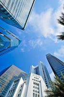 modern gebouw vanuit lage hoek bekijken foto