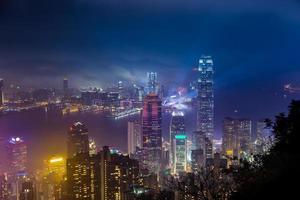 De havenmening van Hongkong Victoria van piek bij mistig seizoen