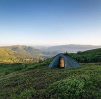 kamperen in de bergen foto