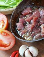Vietnamees eten, bo luc lac, rundvlees foto
