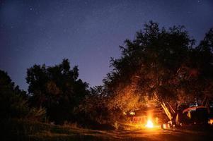 camping met startrail foto