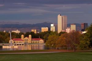 begin van de ochtend in het stadspark van Denver foto