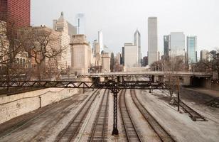 spoorweg treinsporen railyards downtown Chicago skyline vervoer