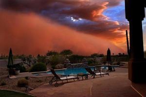 stofstorm bij zonsondergang foto