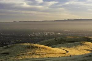 smoggy zonsondergang over San Jose foto