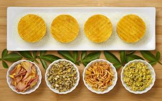 handgemaakte natuurlijke gele ronde zeep creatieve productfotografie styling foto