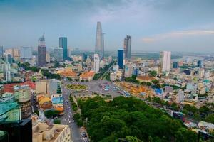 luchtfoto van ho chi minh stad tegen blauwe hemel foto