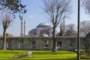 hagia sophia, gezien vanaf de blauwe moskee - Istanbul (Turkije) foto