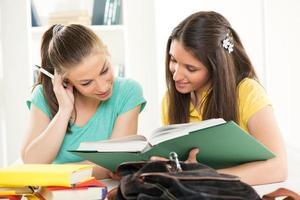 twee vrouwelijke studenten foto
