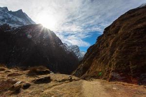 Machhapuchhare basiskamp in de bergen van de Himalaya, vlakbij Annapurn foto