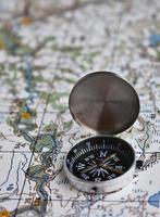 satellieten avontuur - kaart en kompas. foto