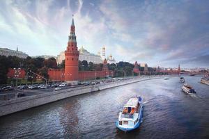 Moskou kremlin zomerzon dag foto