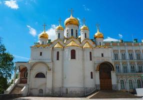 kathedraal van de aankondiging in het kremlin in moskou foto