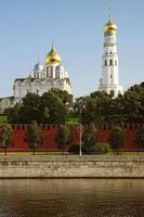 de klokkentoren en de aartsengelkathedraal foto