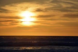 zonsondergang en oceaan.