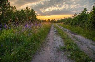 weg naar zonsondergang foto