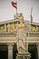 Athene standbeeld in Wenen foto