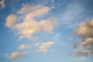 wolken met prachtige hemel! foto